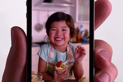 iPhone 4 e il Retina Display in uno spot Apple