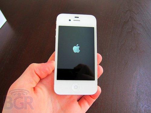 Anche l'iPhone 4 bianco ha problemi all'antenna?