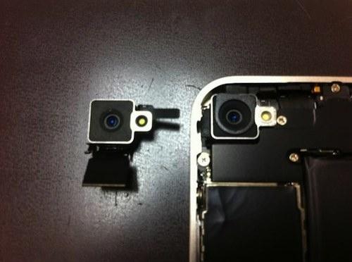 iPhone 4 bianco disassemblato, nuove lenti nella fotocamera