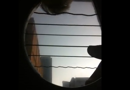 Fotocamera iPhone, bellissimo effetto nelle corde di una chitarra