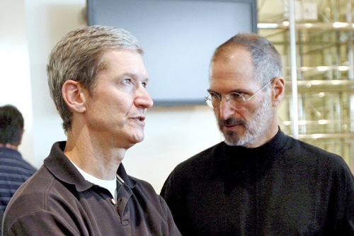 Tim Cook in compagnia di Steve Jobs