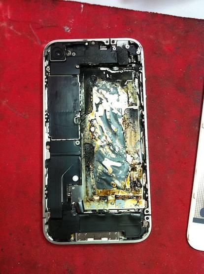 Esplode un iPhone 4 bianco in Italia, utente al Pronto Soccorso