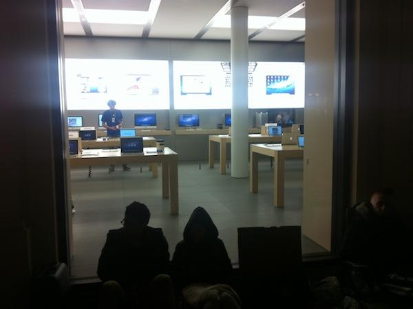 coda iphone 4s apple store bologna