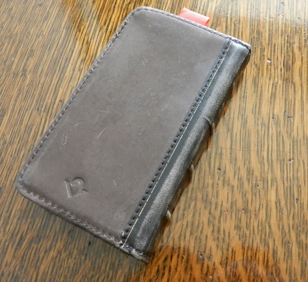 Twelvesouth BookBook cover iphone 4