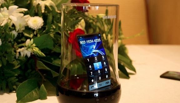 Samsung presenterà i nuovi display flessibili da 5.5 pollici durante il CES 2013