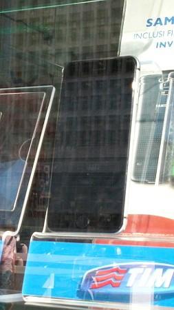 iphone 6 in vetrina a milano