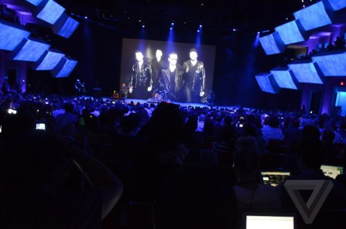 u2-keynote-apple